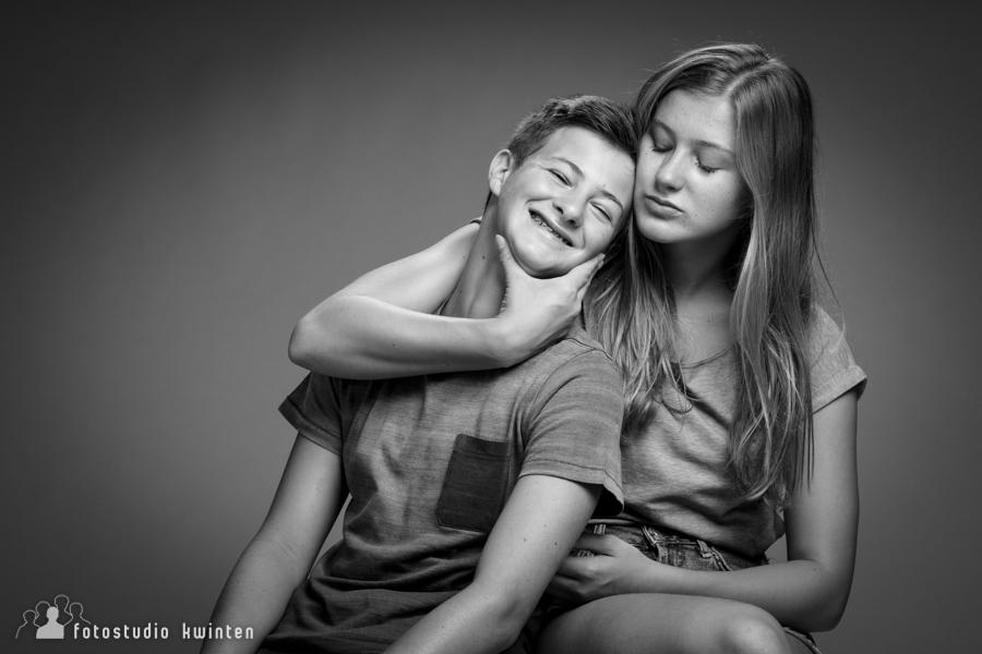 broer en zus op foto