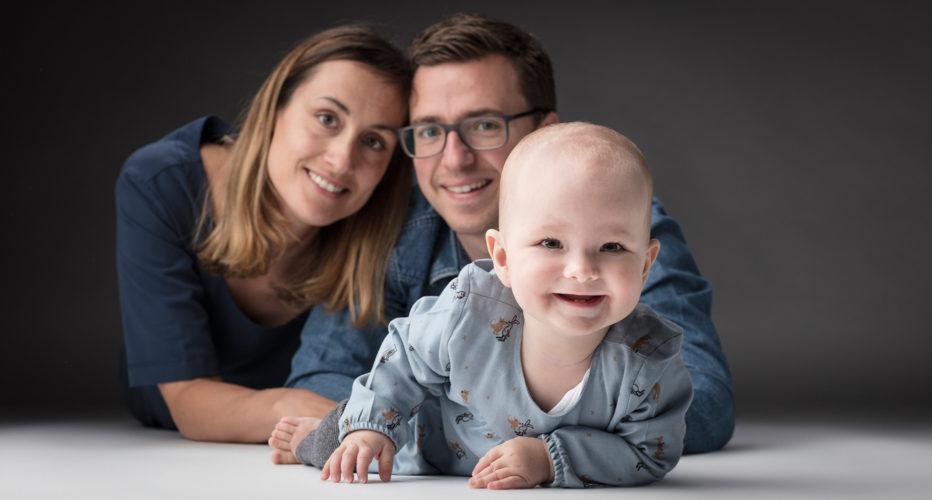 Babyfoto met mama en papa - Fotostudio Kwinten