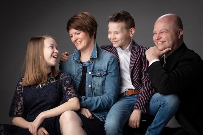 familiefoto gezin met jonge tiener kinderen