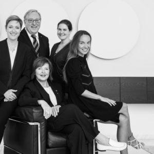 Groepsfoto advocaten Mahla