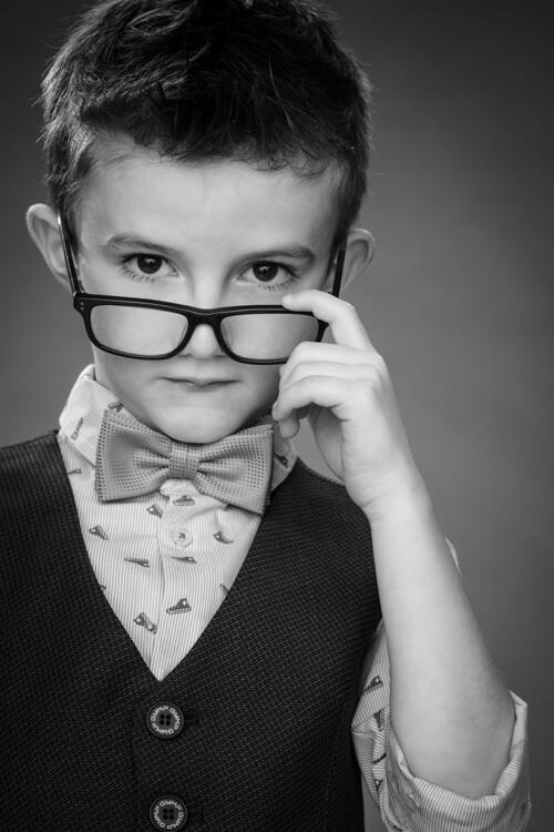 communiefoto jongen met bril - wat kosten communiefoto's